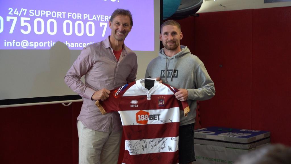 more photos 90e29 e9560 Warriors meet ex-Arsenal captain Tony Adams | News | Wigan ...